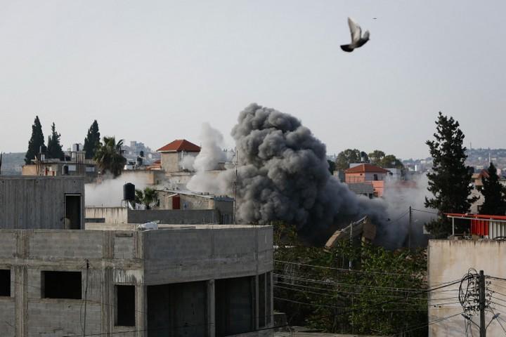 מאז הכיבוש ישראל הרסה אלפי בתים של פלסטינים, ואף לא בית של יהודי אחד. פיצוץ בית בסלפית של פלסטיני שהרג ישראלים (צילום: נאסר שתאיה / פלאש 90)