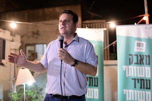 """יו""""ר הרשימה המשותפת איימן עודה באירוע בחירות בדרום תל אביב, ב-8 בספטמבר 2019 (צילום: תומר נויברג / פלאש90)"""